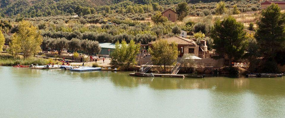 vistas del camping portmassaluca desde el río ebro