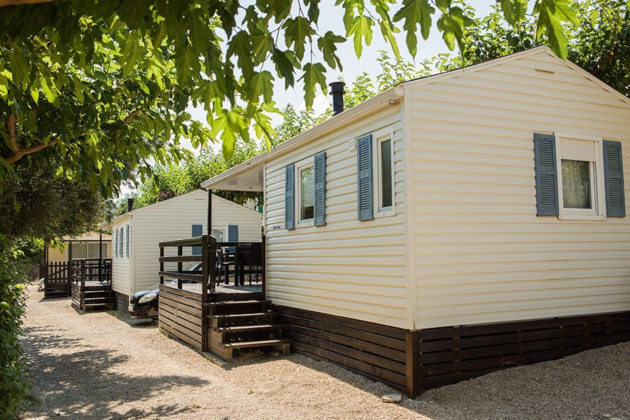 Alojamientos en el camping portmassaluca, bungalows y parcelas muy cerca del río Ebro y Matarraña
